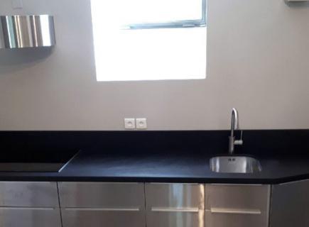 Granit Noir mat sur mesure découpé dans notre atelier