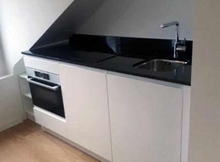 Mini cuisine ouverte sur studio à Paris 11e